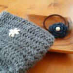 かぎ針編み小物──長編みの楕円底ポーチ&お花のモチーフのヘアゴム